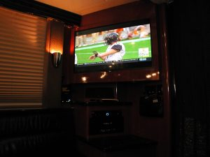 "43"" HD-TV, full 6-way surround sound Audio-visual system in the front lounge"