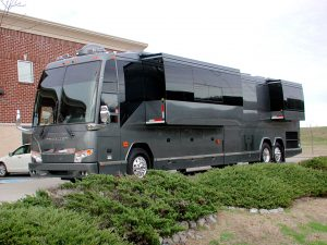 2004 Prevost double slide out. An exterior view of the coach with the slides out